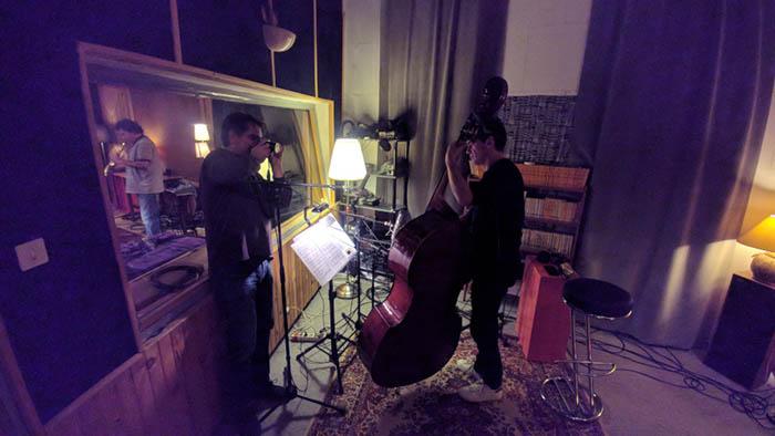 Séance d'enregistrement aux studios La Buissonne